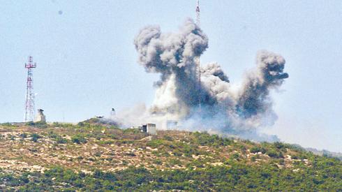 """צה""""ל מפגיז את מוצב חזבאללה שהוקם על כרכום בפתיחת מלחמת לבנון השנייה"""