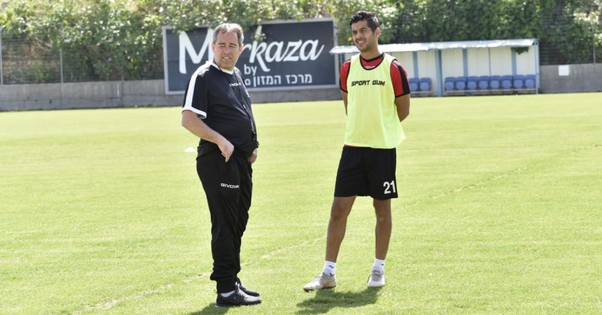 המאמן ירון הוכנבוים ואחמד קאסום