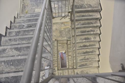 גרם המדרגות, אבל יש מעלית