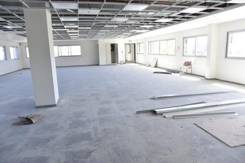 האולם בקומה השלישית