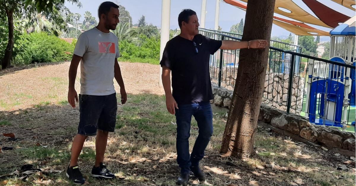 חבר מועצת העיר איתי כהן מבקר בגן שעשועים בעפולה עלית