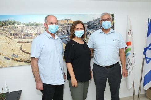 ראשי הרשויות ז'קי לוי ויורם קרין עם השרה גילה גמליאל