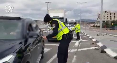 שוטרים בכניסה לעיר נצרת