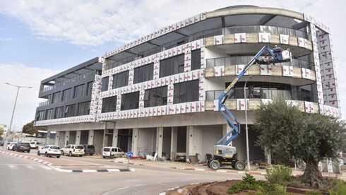 בניין המשרדים שבונה היזם פיני אזולאי