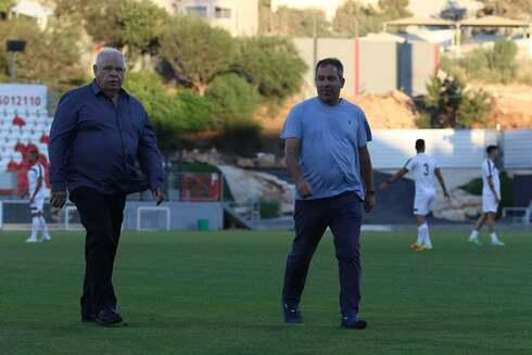 ירון הוכנבוים וראש העיר רונן פלוט