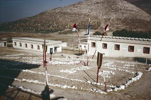 מתחם מגורי טירונים, 1990