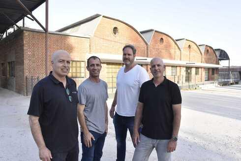 מימין לשמאל: יואב קיסוס, עומר וייץ, חזי לוי וגבע רוזנברג