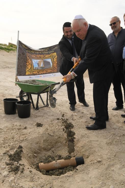 ראש העירייה רונן פלוט בטקס הנחת אבן הפינה (צילום באדיבות עיריית נצרת עילית)