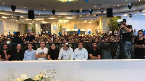 """גיא דיין מימין בכנס עם ראש הממשלה (צילום: יח""""צ)"""
