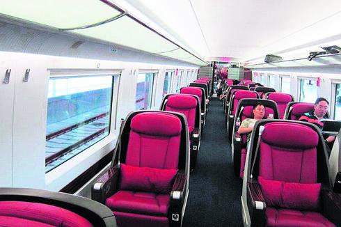 מושבים שנפתחים למיטות. רכבת בסין | צילום פרטי