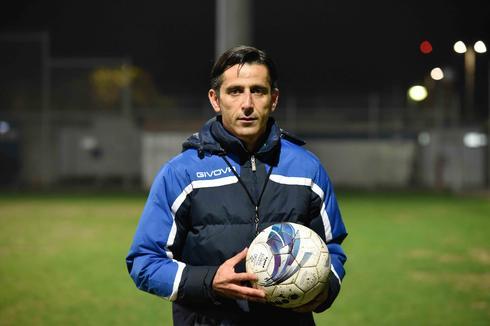 המאמן סמי מיכאלוב (צילום: שרון צור)