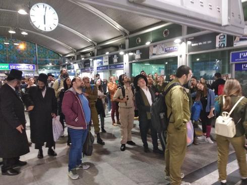ממתינים על הרציף לרכבת   צילום המחשה: אריאל ימיני