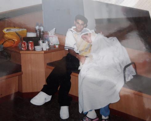 """עם אחיה יוסי ז""""ל ברמב""""ם אחרי הפיגוע   צילום: אלבום משפחתי"""