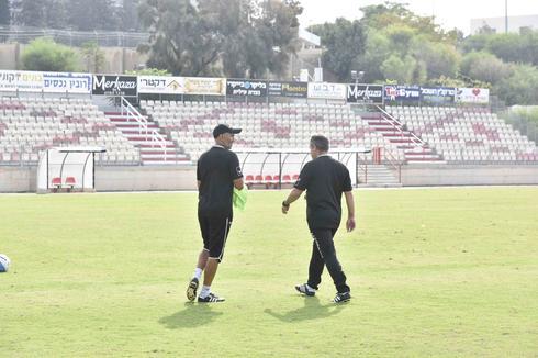 ירון הוכנבוים ומאמן הכושר שרון כץ (צילום: שרון צור)