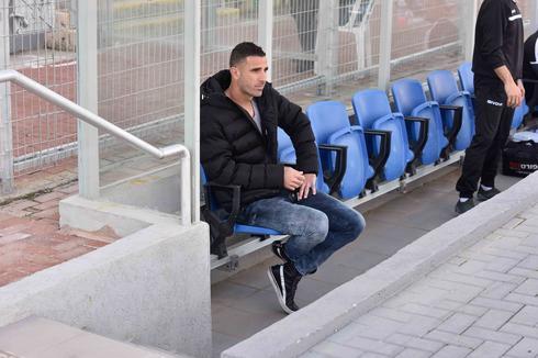 מאמן הקבוצה יגאל אנטבי (צילום: שרון צור)