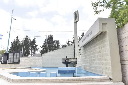 אנדרטת הנופלים ליד מרכז רסקו (צילום: שרון צור)
