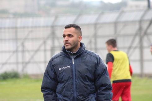 עוזר המאמן מנו הרוניאן (צילום: אנריקה מוסינקו)