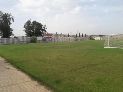 מגרש הכדורגל במרכז יעל (צילום: אלבום פרטי)