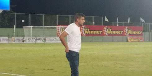 המאמן עידן בר און (צילום: רוני שחר)