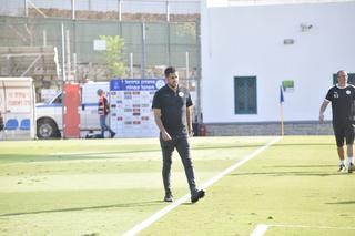 המאמן עידן בר און (צילום: שרון צור)