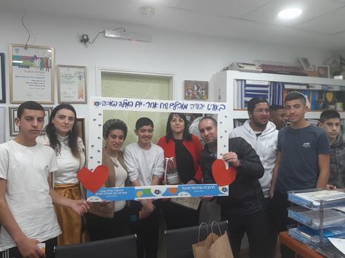 """תלמידי """"אורט יהודה"""" עם מנהלת מחוז צפון במשרד החינוך ד״ר אורנה שמחון"""