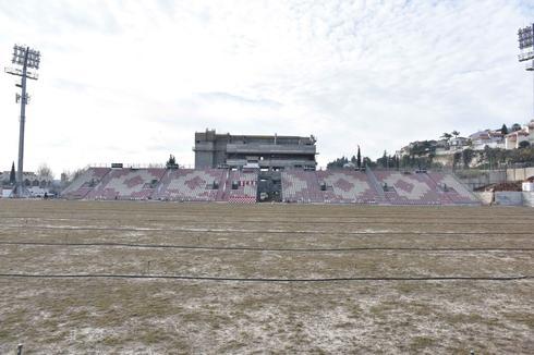 שיפוץ אצטדיון 'גרין' (צילום: שרון צור)