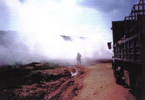 """שיירה לבופור בעת פגיעת טיל נ""""ט במכלית מים   צילום: אורן רוזנפלד"""